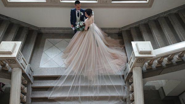 ウエディングドレス大阪、梅田の駅前でウエディングドレスのレンタルショップ。人気のウエディングドレスをとり揃えてます